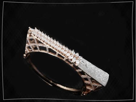 Detailed Diamond Kada.